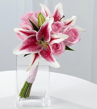 Как подарить девушки цветы через курьера